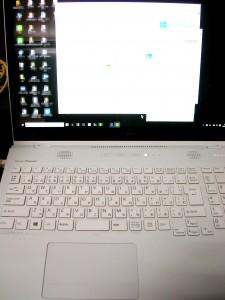 Fujitsu LIFEBOOK AH77S 01