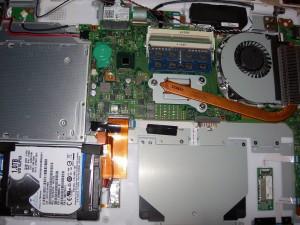 Fujitsu LIFEBOOK AH77S 02